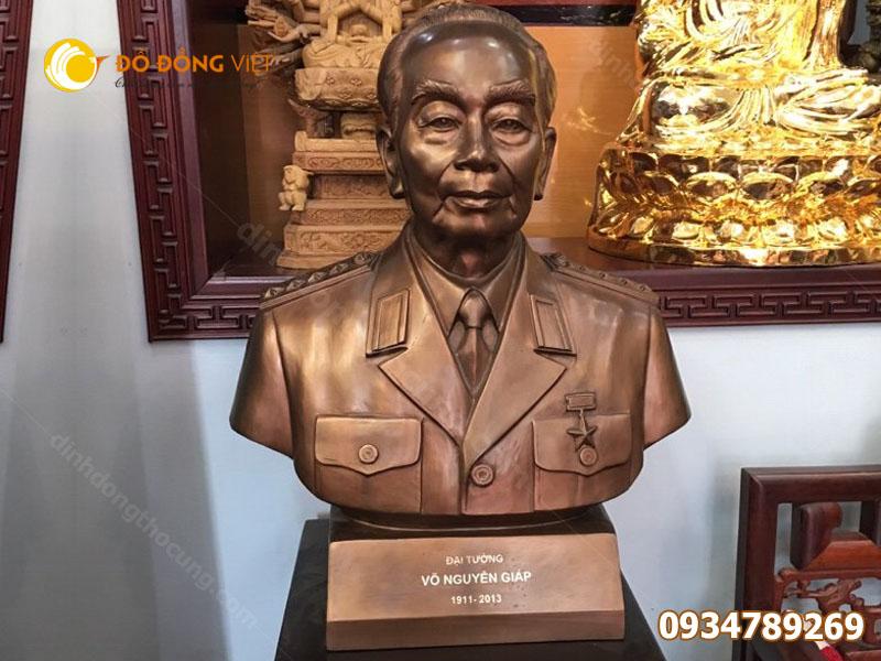 tượng đại tướng Võ Nguyên Giáp bằng đồng
