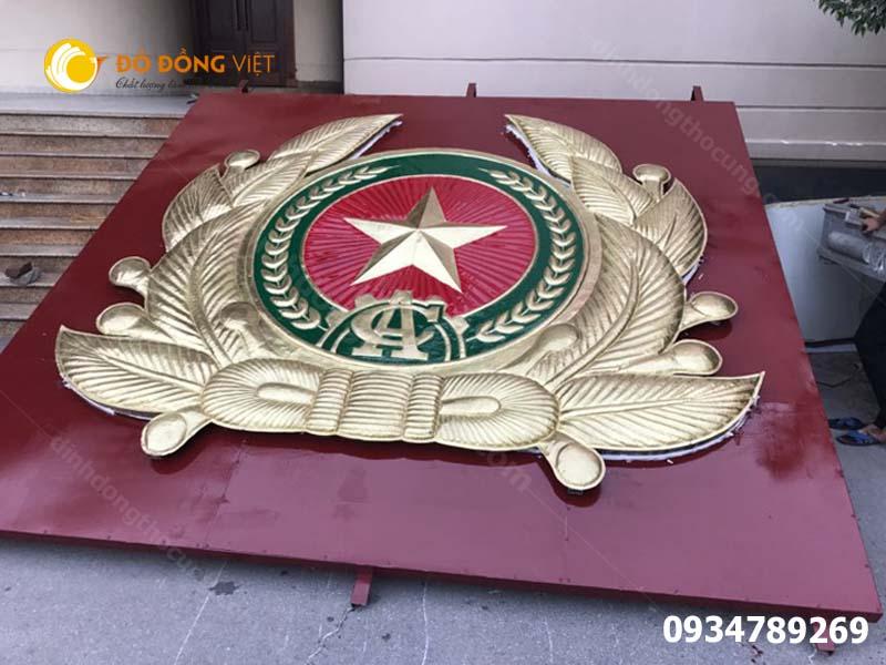 Cham huy hiệu Công An nhân dân tại  TP Hồ Chí Minh