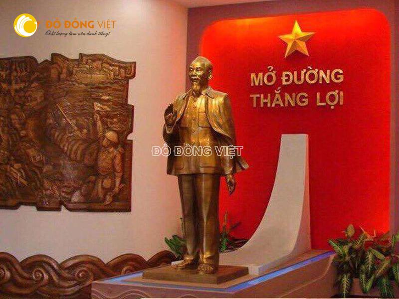 Công ty đúc tượng đài Bác Hồ dáng đứng theo yêu cầu
