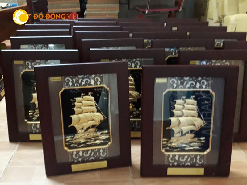 Tranh thuyền buồm quà tặng lưu niệm dát vàng 9999