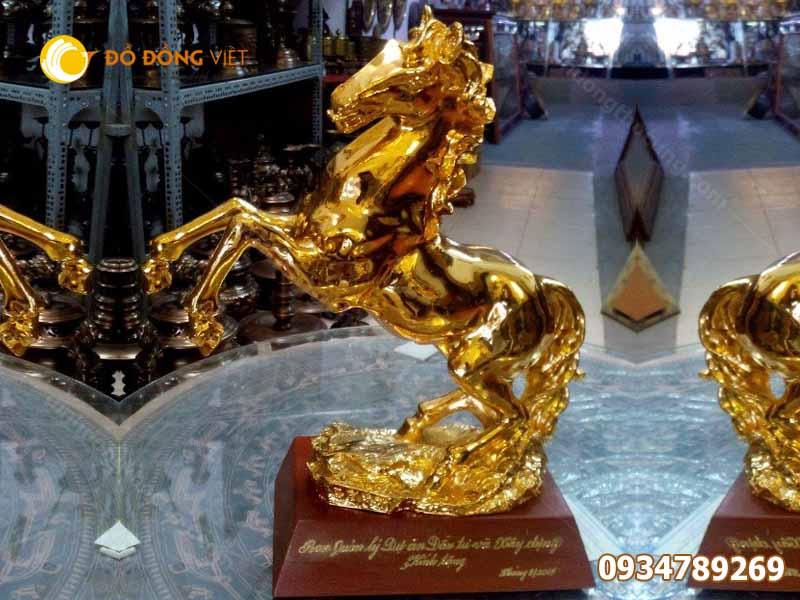 Tượng ngựa bằng đồng mạ vàng phong thủy