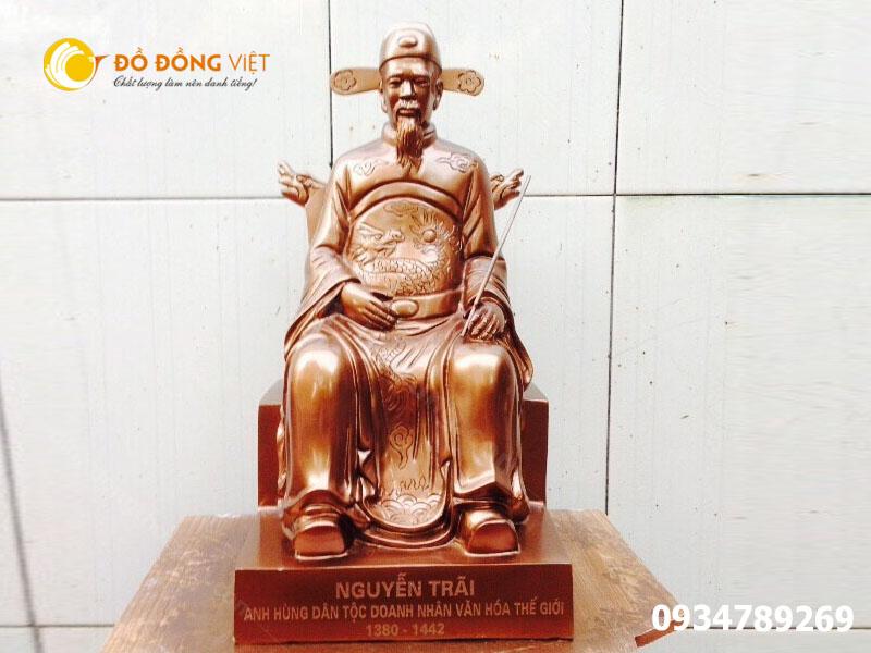 Tượng Nguyễn Trãi bằng đồng đỏ