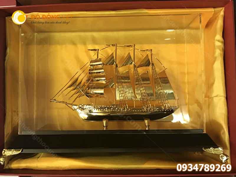 thuyền buồm quà tặng mạ vàng