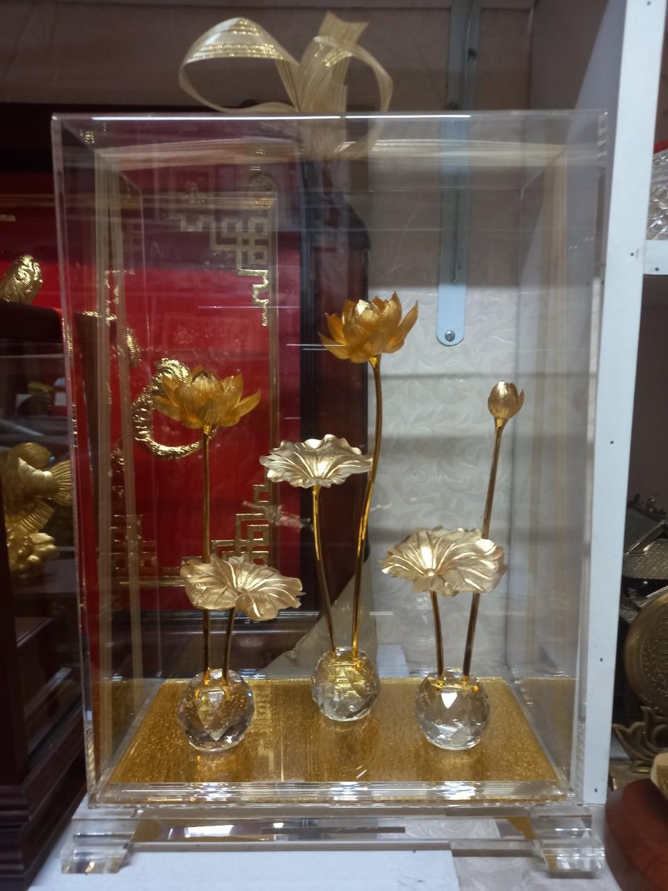 Biểu Trưng Cây Hoa Sen Mạ Vàng Đẹp Tinh Xảo