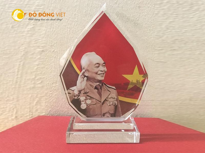 Cúp lưu niệm đại tướng võ nguyên giáp