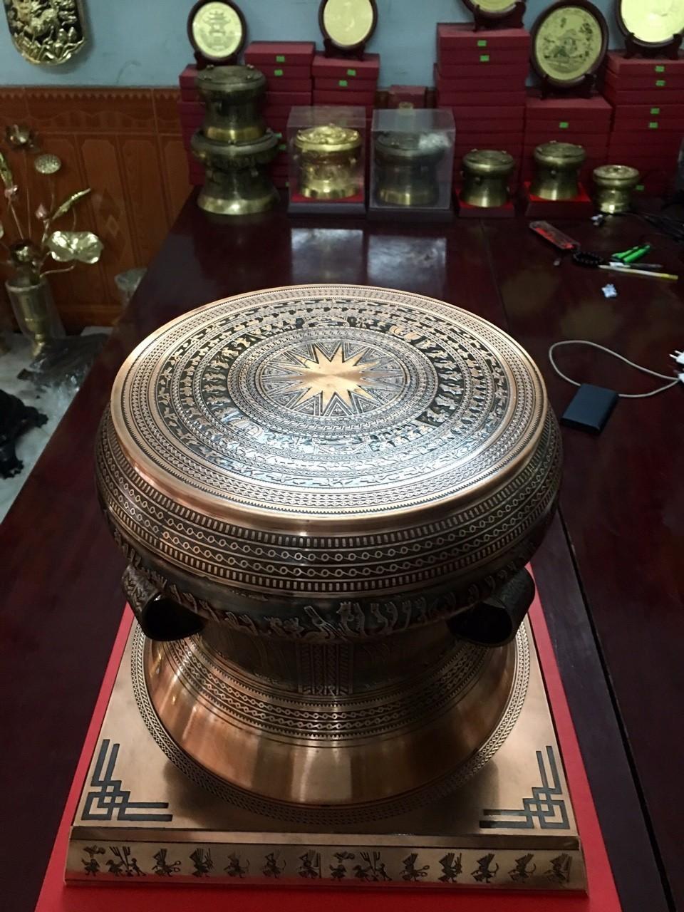 Địa chỉ mua trống đồng quà tặng uy tín chất lượng tại Sài Gòn, trống đồng lưu niệm ý nghĩa