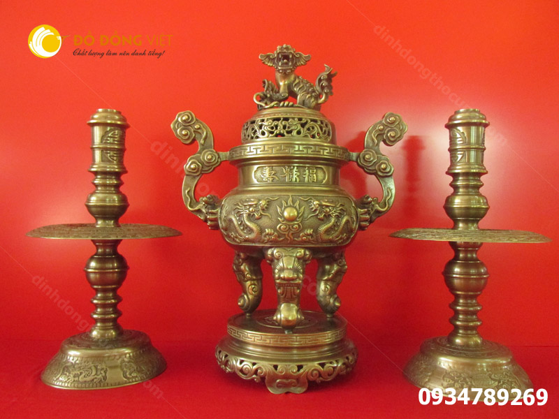 Đỉnh thờ cúng bằng đồng hun màu cao 65cm Tam sự Đỉnh, Nến