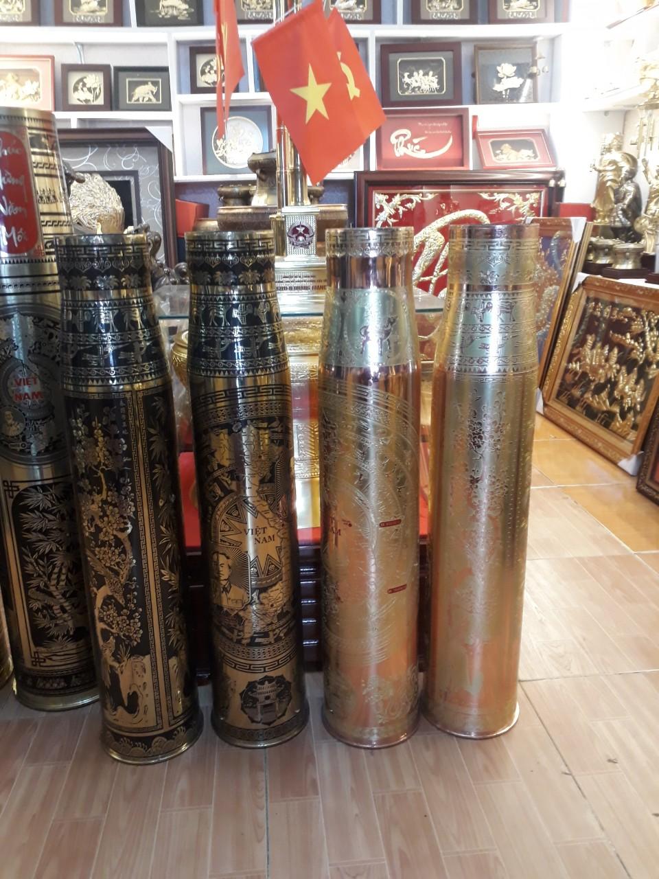 Đồ đồng Việt bán vỏ đạn pháo được khắc chạm mỹ nghệ trang trí