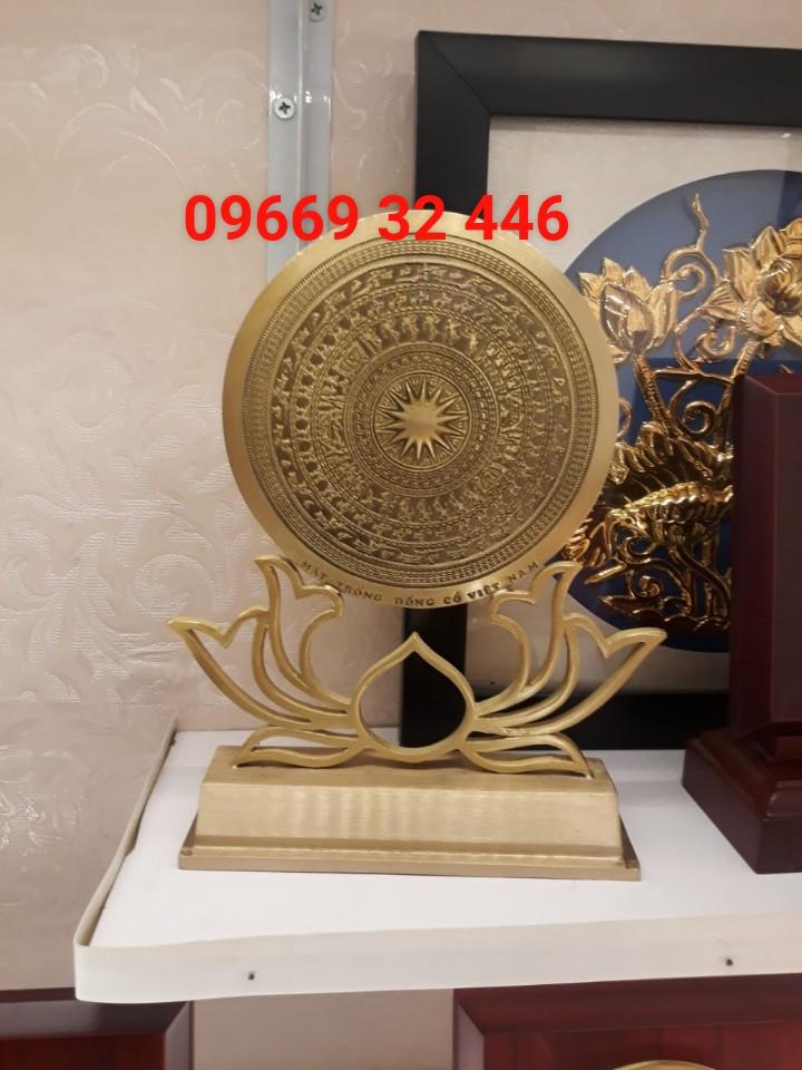 Đồ đồng Việt đúc mặt trống đồng dk 15 cm có đế hoa sen
