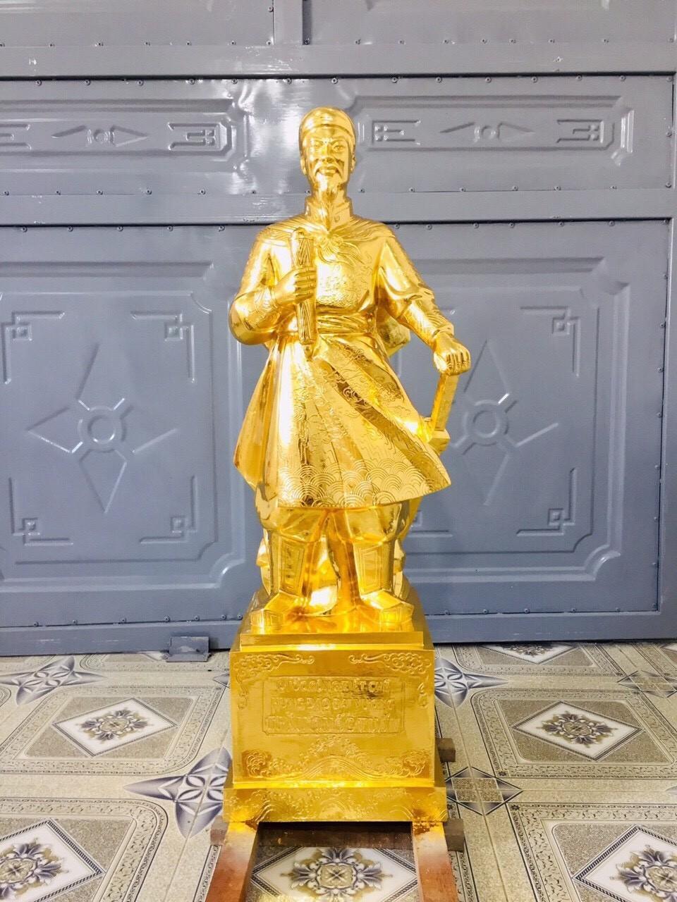 Đồ đồng Việt đúc tượng Trần Quốc Tuấn mạ vàng theo yêu cầu