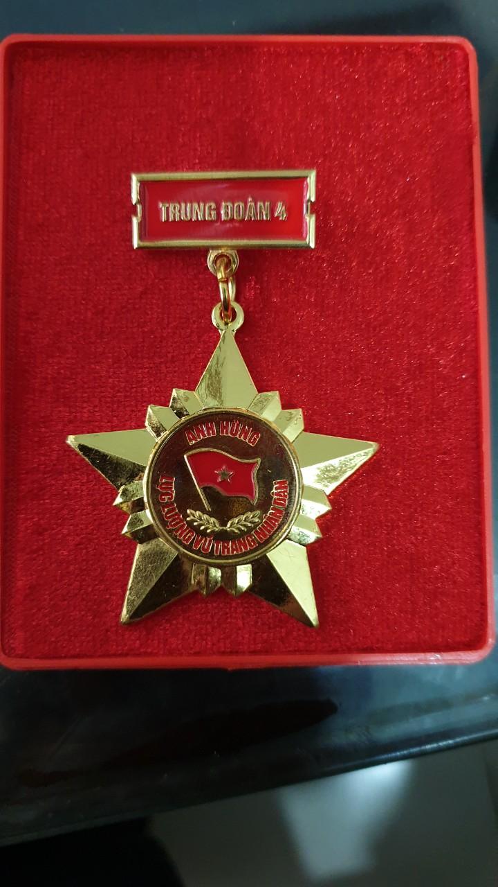 Đồ đồng Việt nhận làm kỷ niệm chương,  thiết kế huy hiệu, logo cài áo...