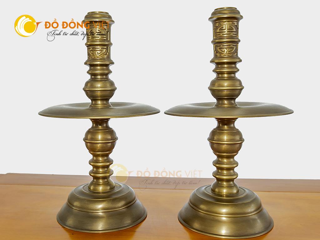 Đôi chân nến thờ bằng đồng vàng hun trơn