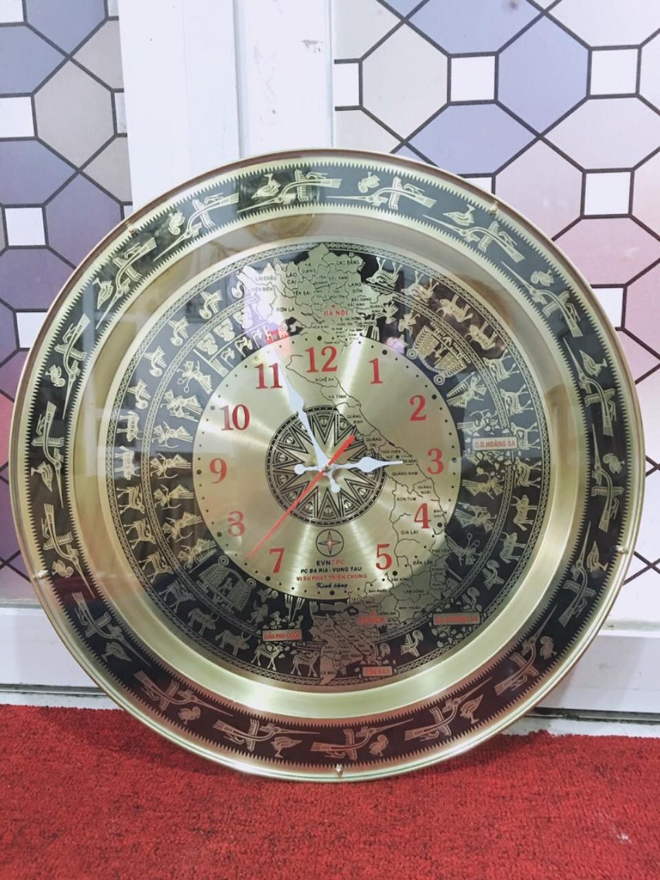 Đồng hồ mặt trống đồng làm quà tặng ý nghĩa