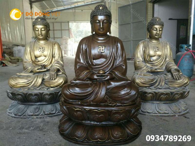 Cửa đúc tượng Phật Thích Ca bằng đồng