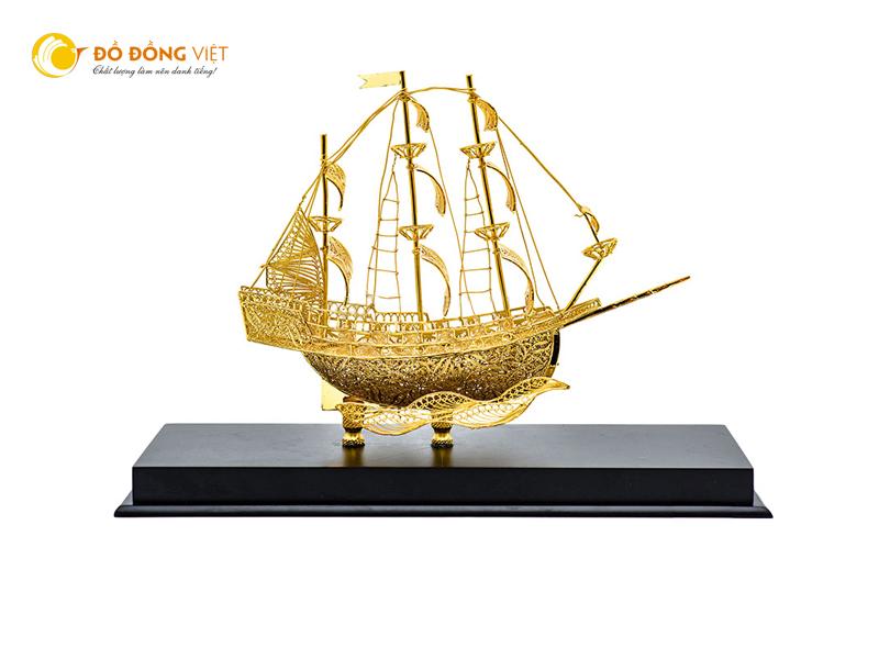 Giá bán thuyền buồm phong thủy mạ vàng làm quà tặng cao cấp