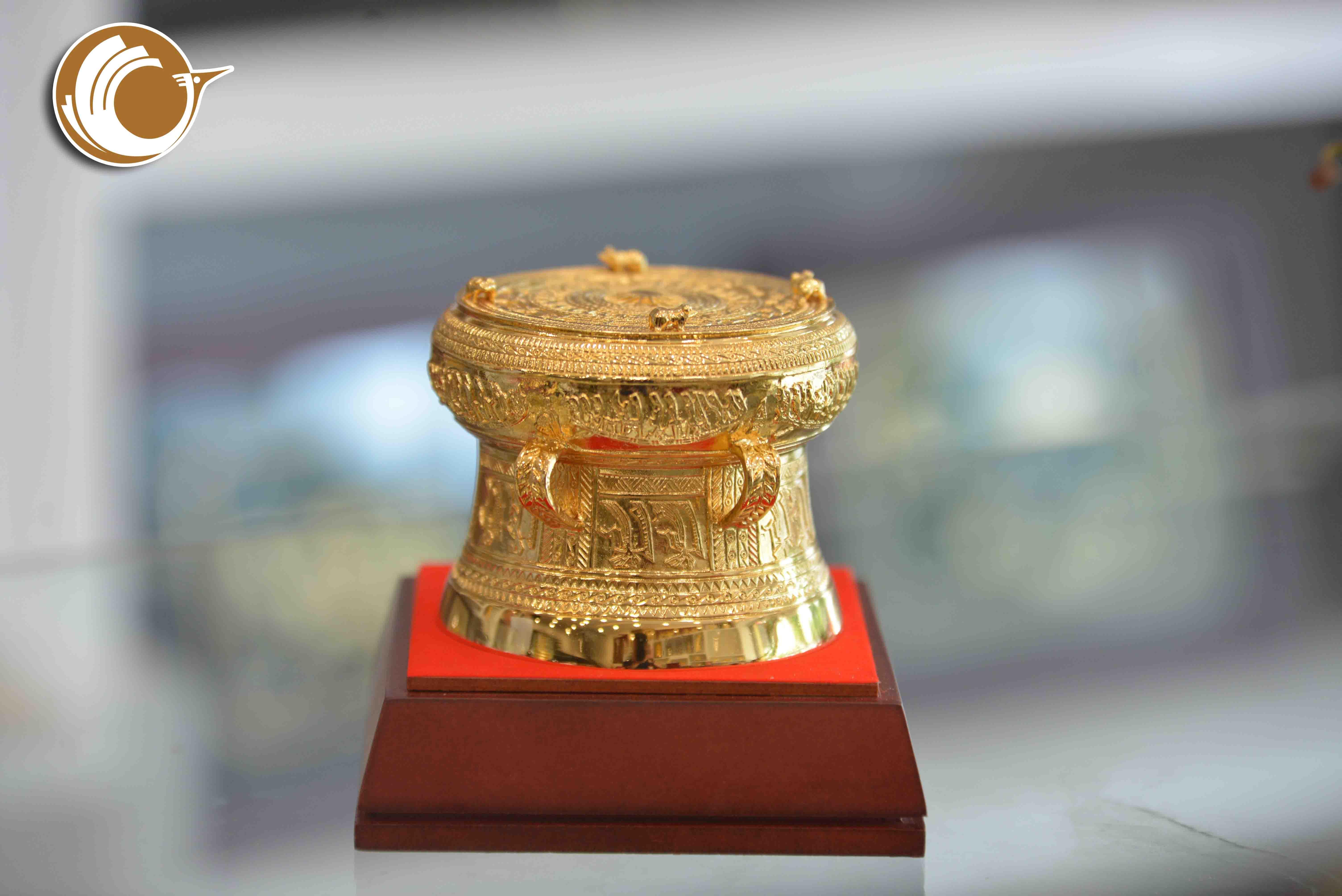 Giá bán trống đồng quà tặng mạ vàng dk 9cm, trống đồng quà tặng giá rẻ