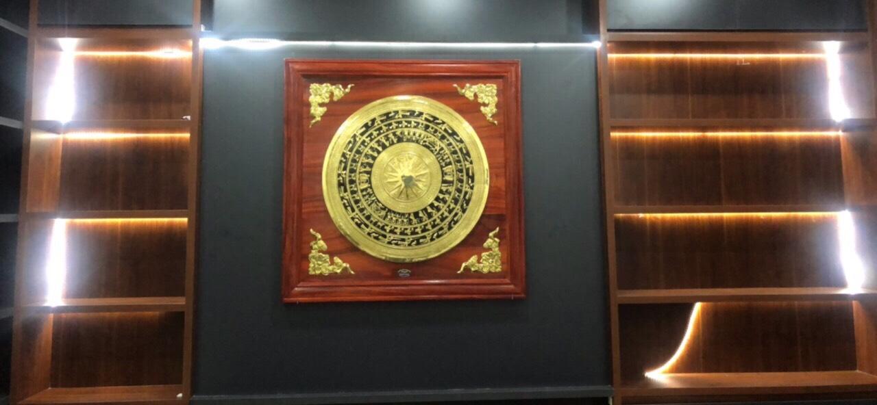Khung tranh mặt trống đồng trang trí nội thất đẹp sang trọng