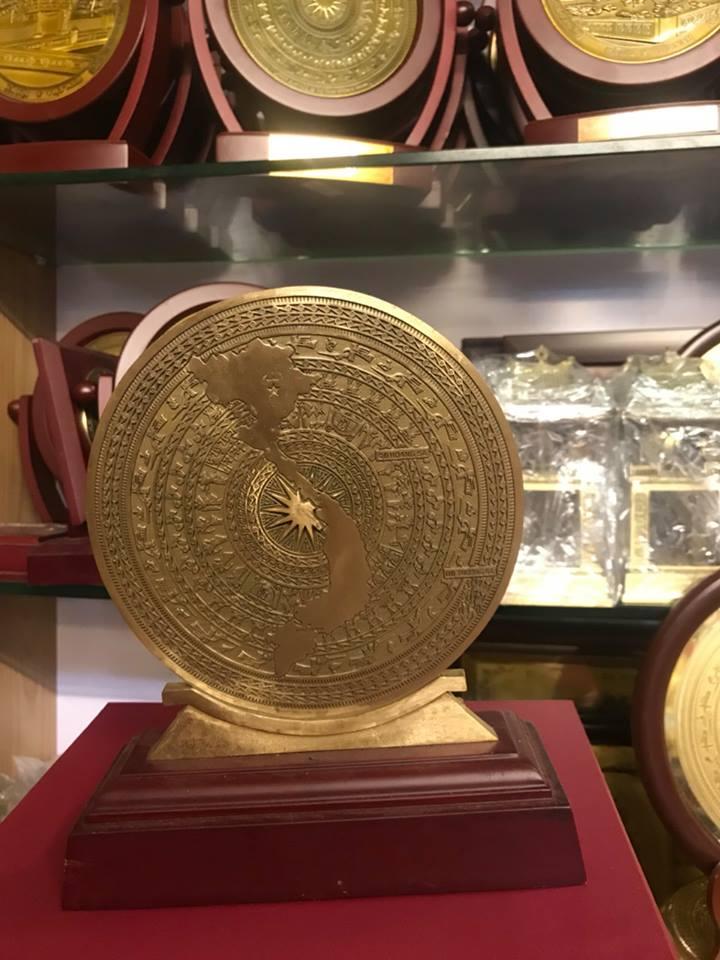 Mặt trống đồng đúc thủ công bản đồ Việt Nam 30cm