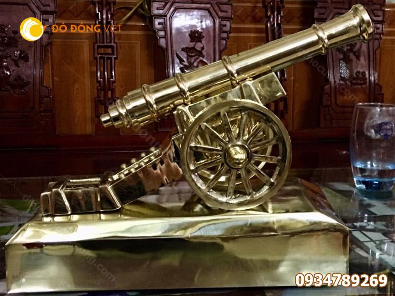 Mô hình pháo thần công bằng đồng mạ vàng
