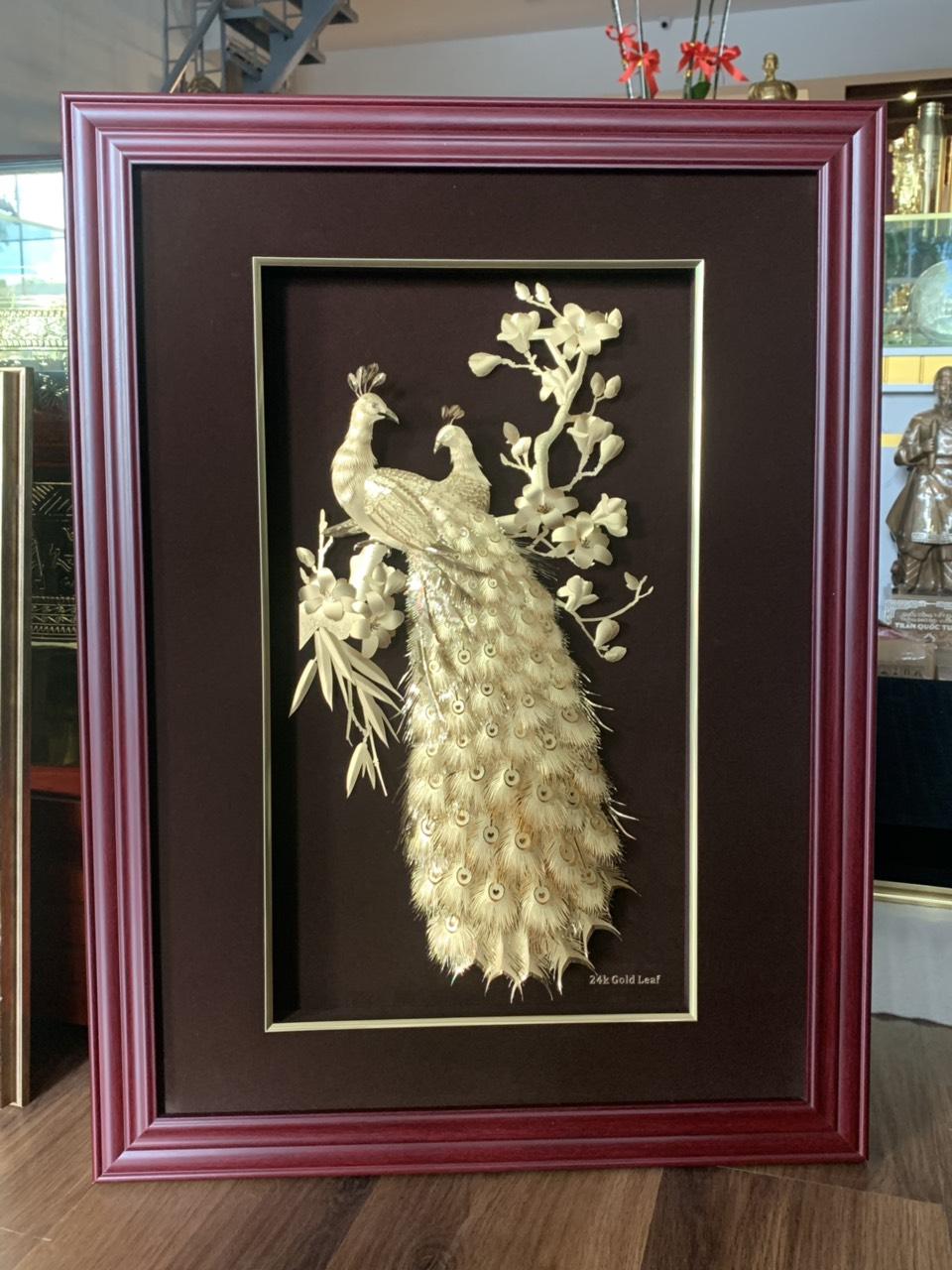 Quà mừng cưới độc đáo- tranh chim công hoa mai vàng lá 24k