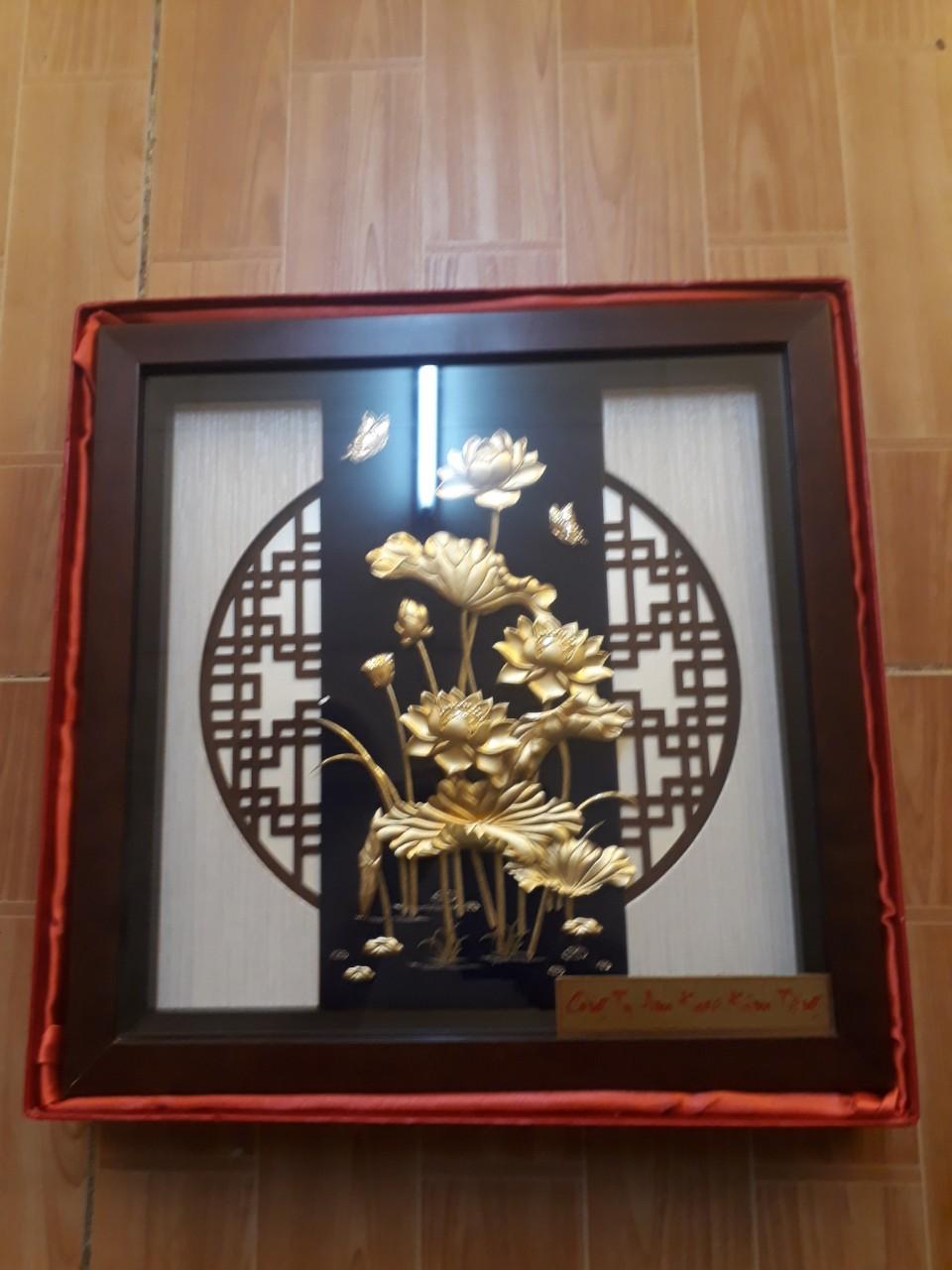 Quà tặng 20-10, tranh hoa sen vàng lá 24k đẹp tinh xảo