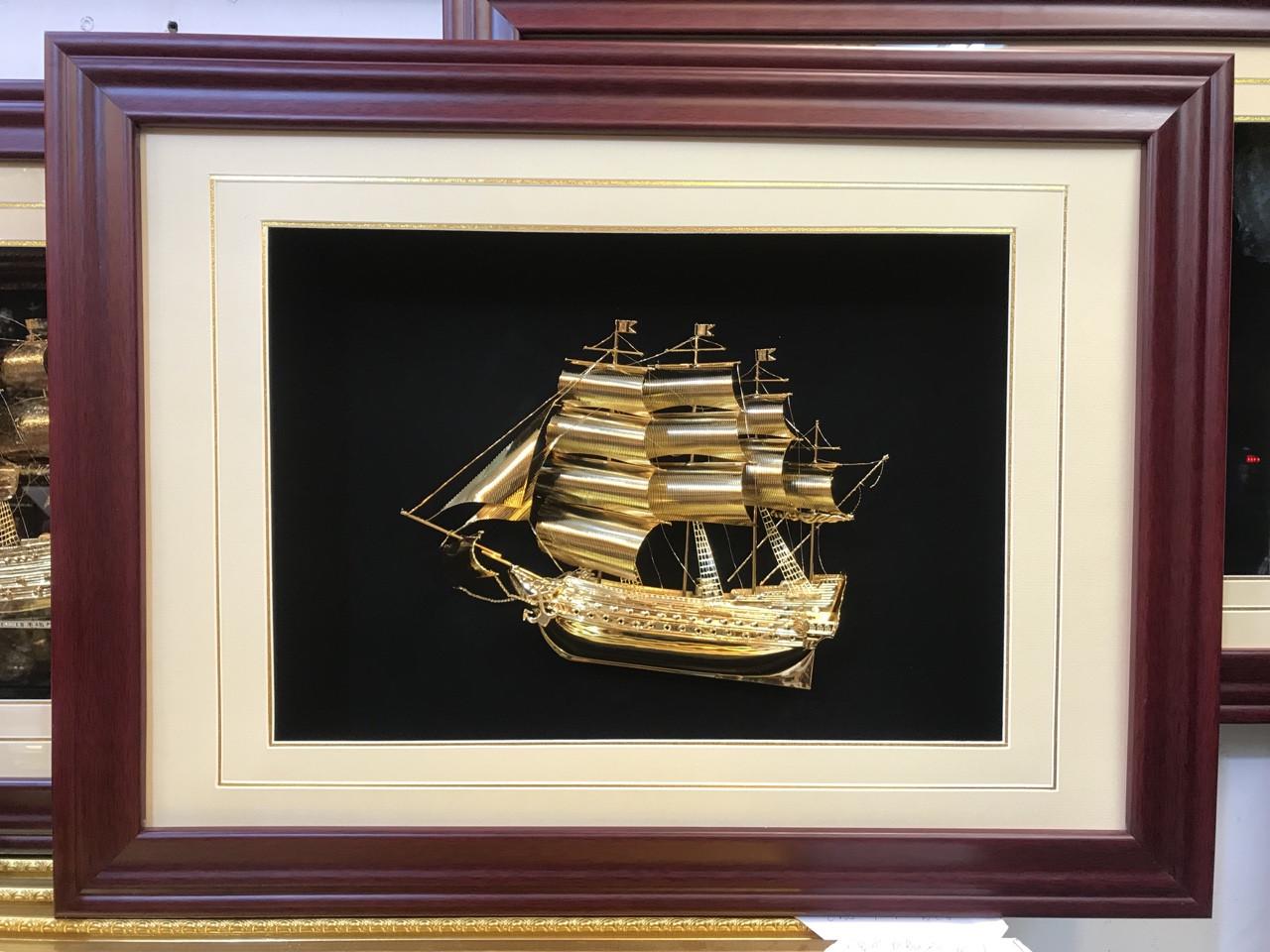 Quà tặng tân gia- tranh vàng thuận buồm xuôi gió