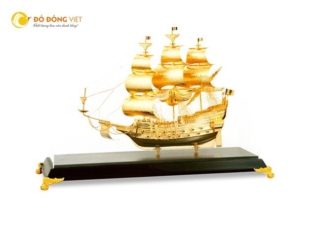 Quà tặng thuyền buồm mạ vàng sang trọng, quà tặng lưu niệm ý nghĩa