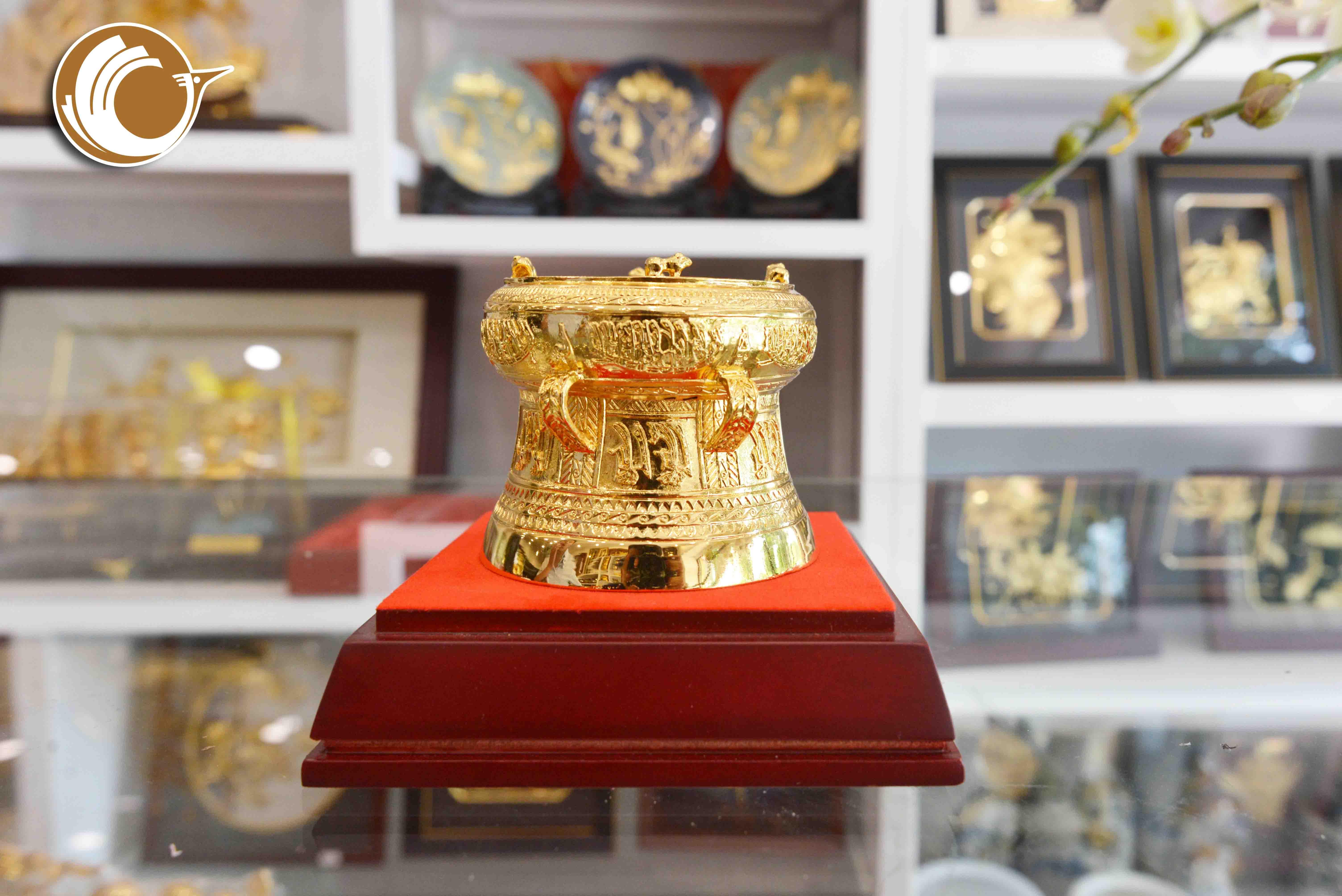 Quà tặng trống đồng mạ vàng đường kính 12cm