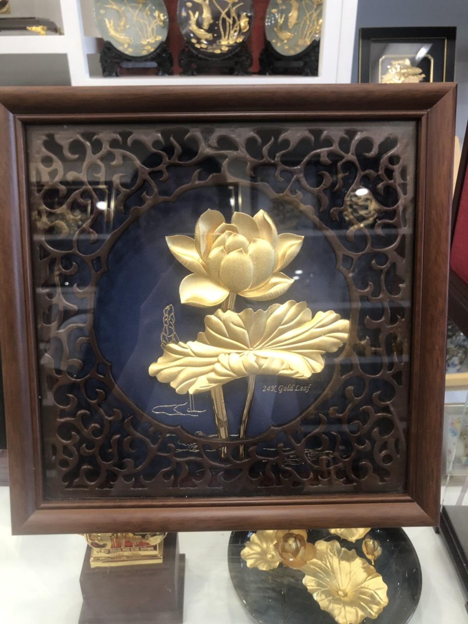 Quà tặng vợ- tranh hoa sen vàng lá 24k