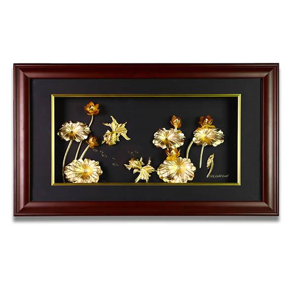 Tranh hoa sen phong thủy dát vàng