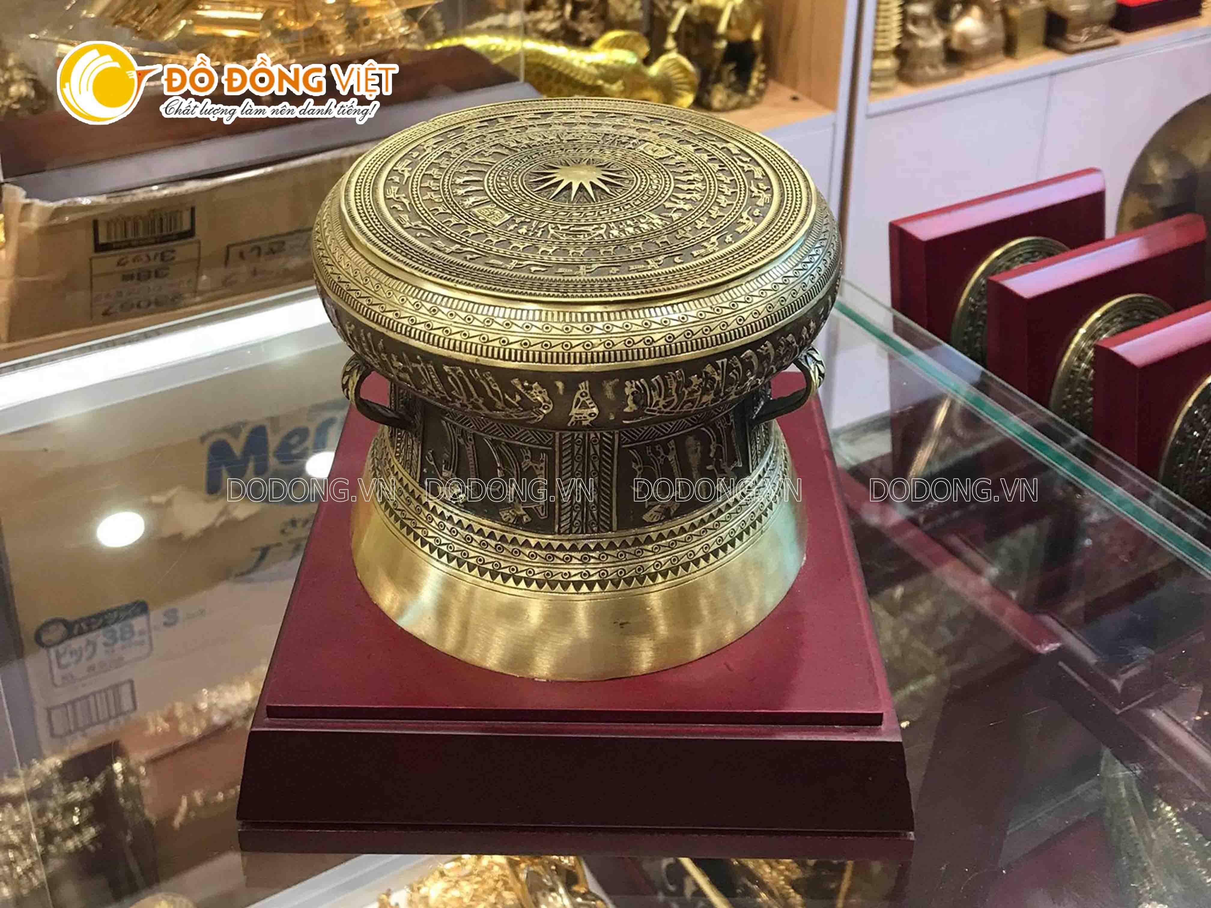 Trống đồng Ngọc Lũ thu nhỏ làm quà tặng lưu niệm