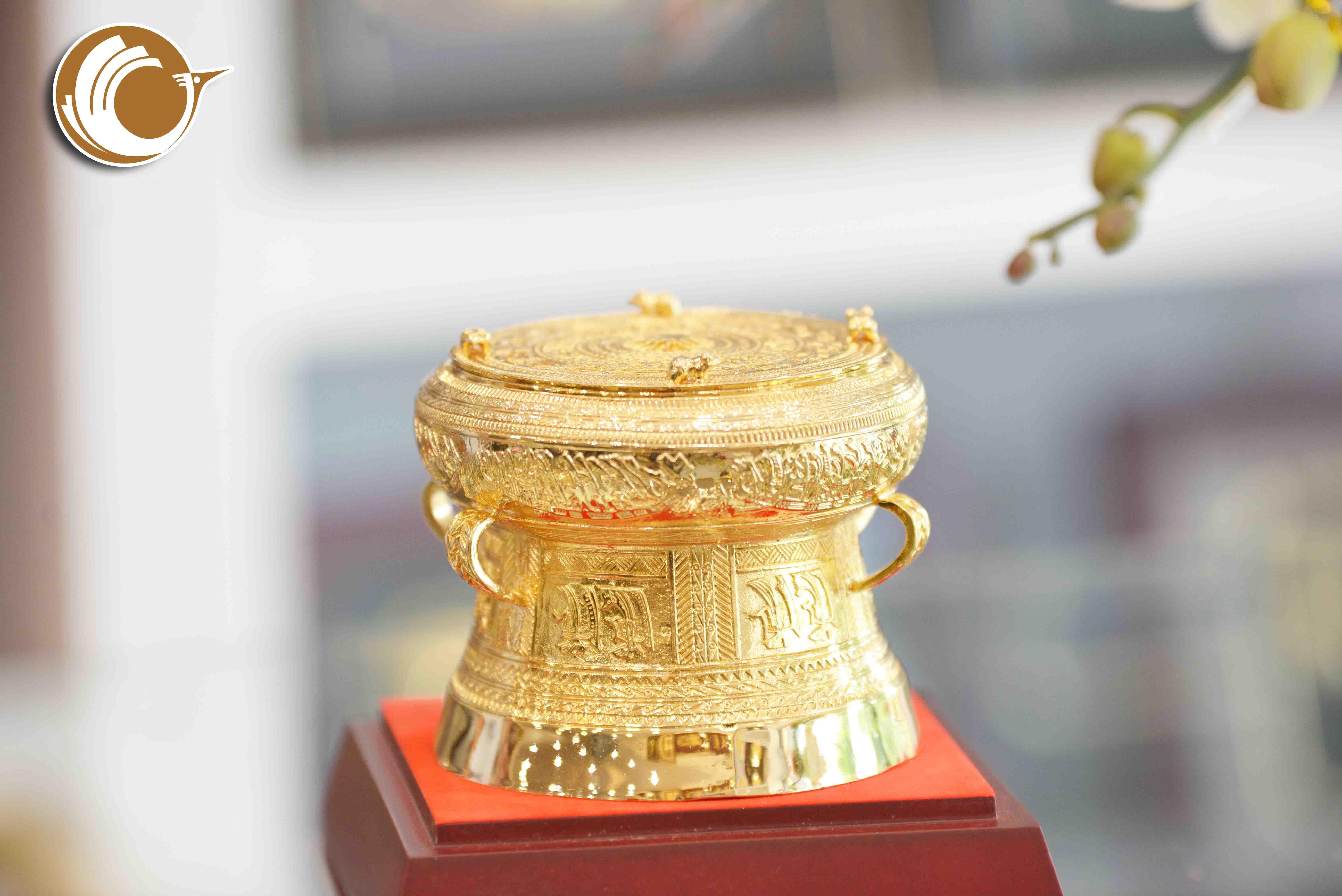 Trống đồng quà tặng đường kính 7cm- giá bán trống đồng lưu niệm cỡ nhỏ