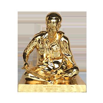 Tượng bác hồ bằng đồng mạ vàng, tượng bác hồ ngồi đọc báo mạ vàng 24k đẹp sang trọng