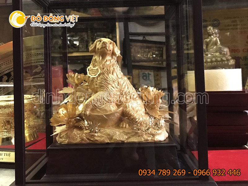 Tranh tượng con chó bằng đồng mạ vàng 40cm