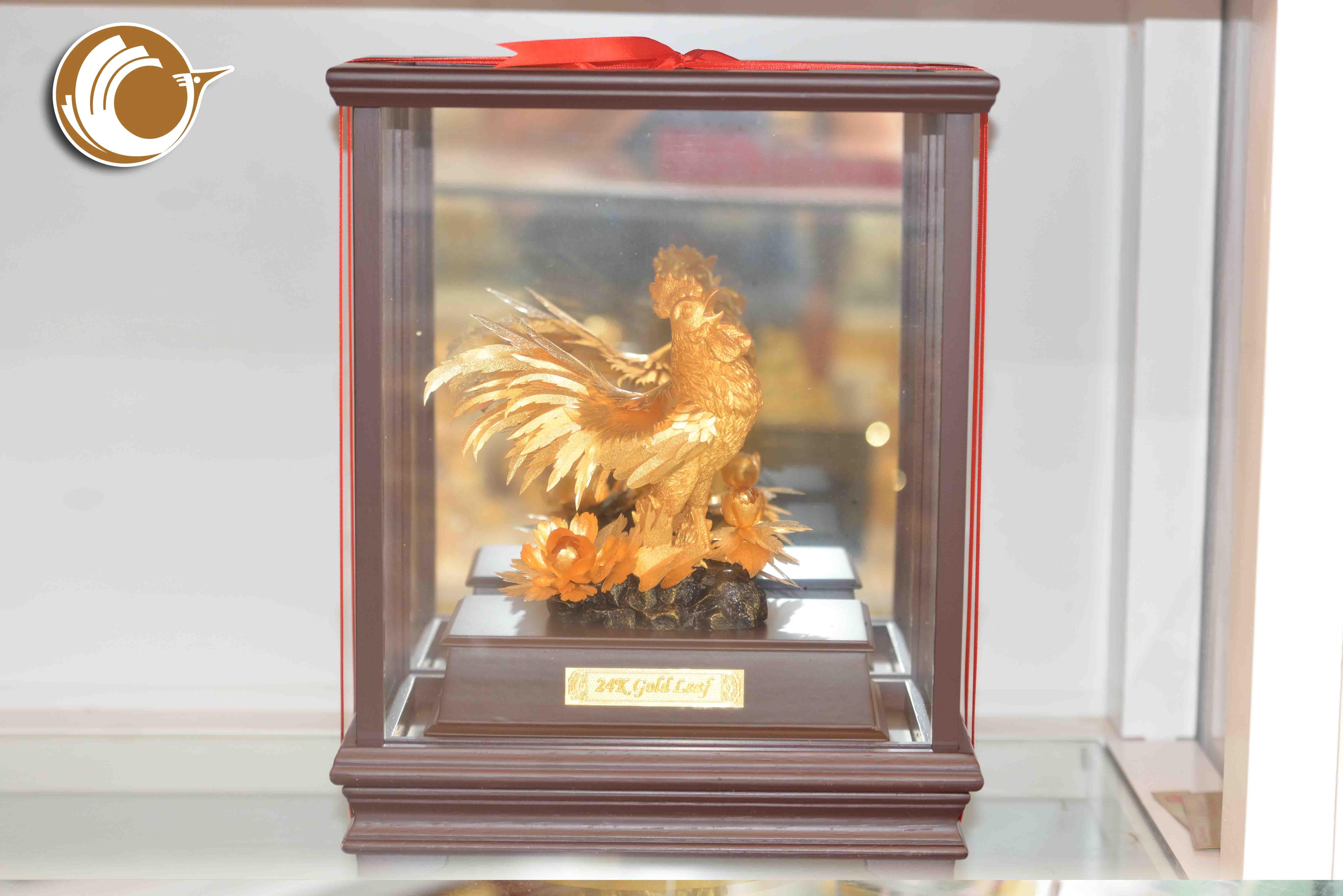 Tượng gà trống dát vàng, quà tặng linh vật gà trống vàng lá 24k