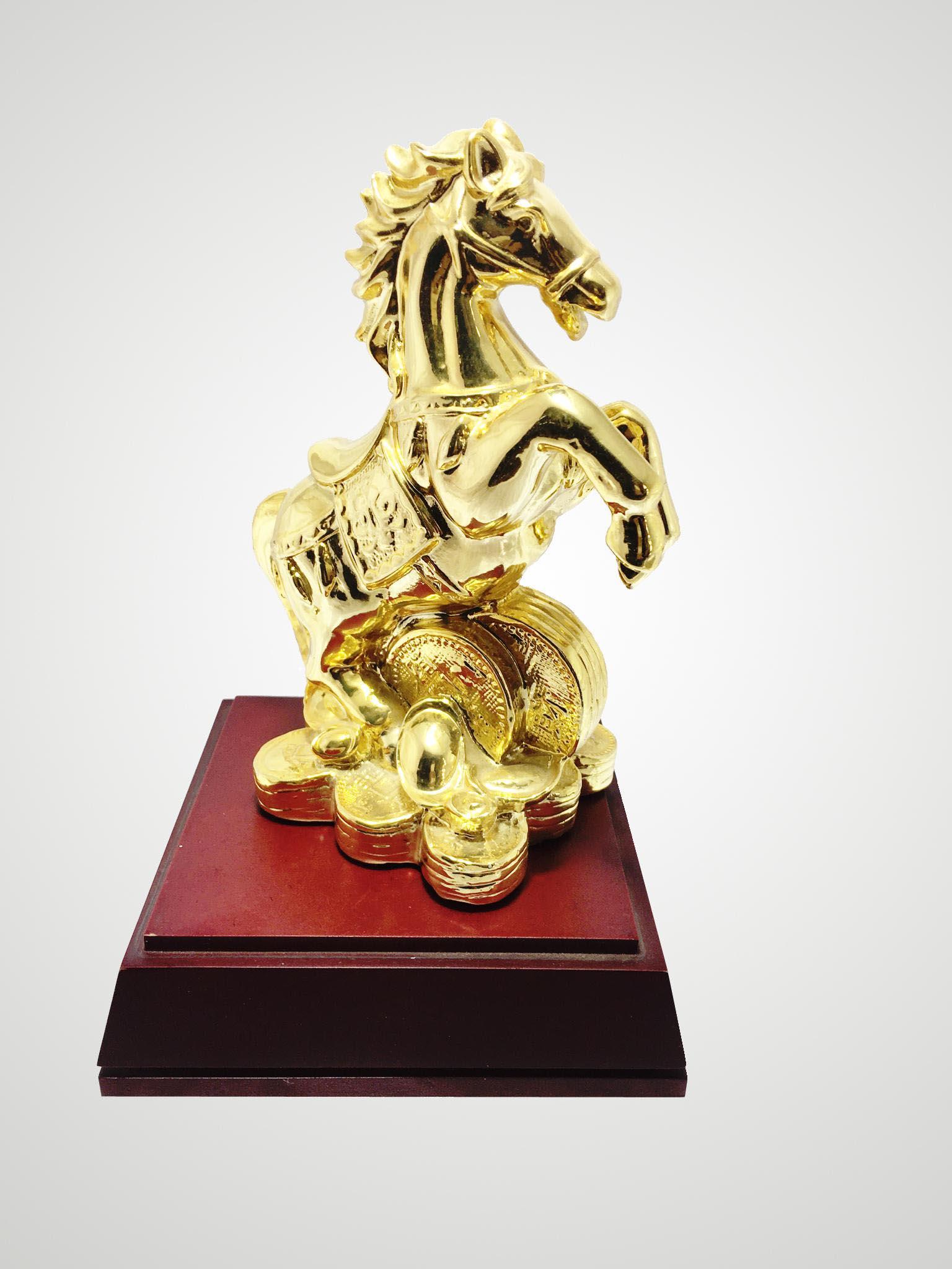 Tượng ngựa bằng đồng mạ vàng đẹp tinh xảo