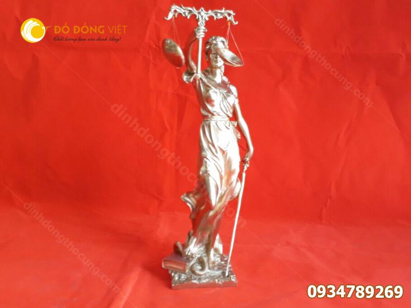 Tượng nữ thần Công Lý bằng đồng