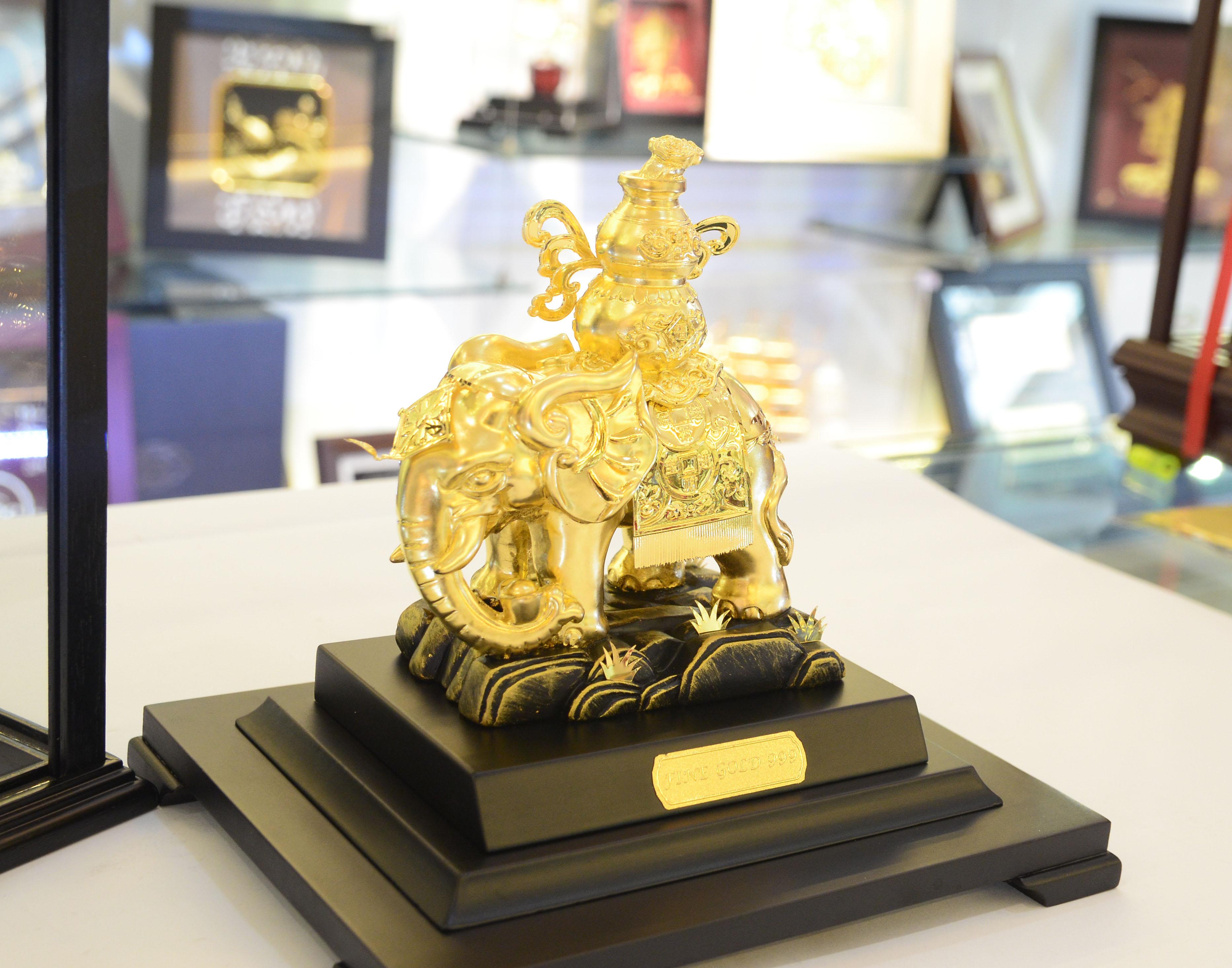 Tượng voi đồng dát vàng 24k để bàn
